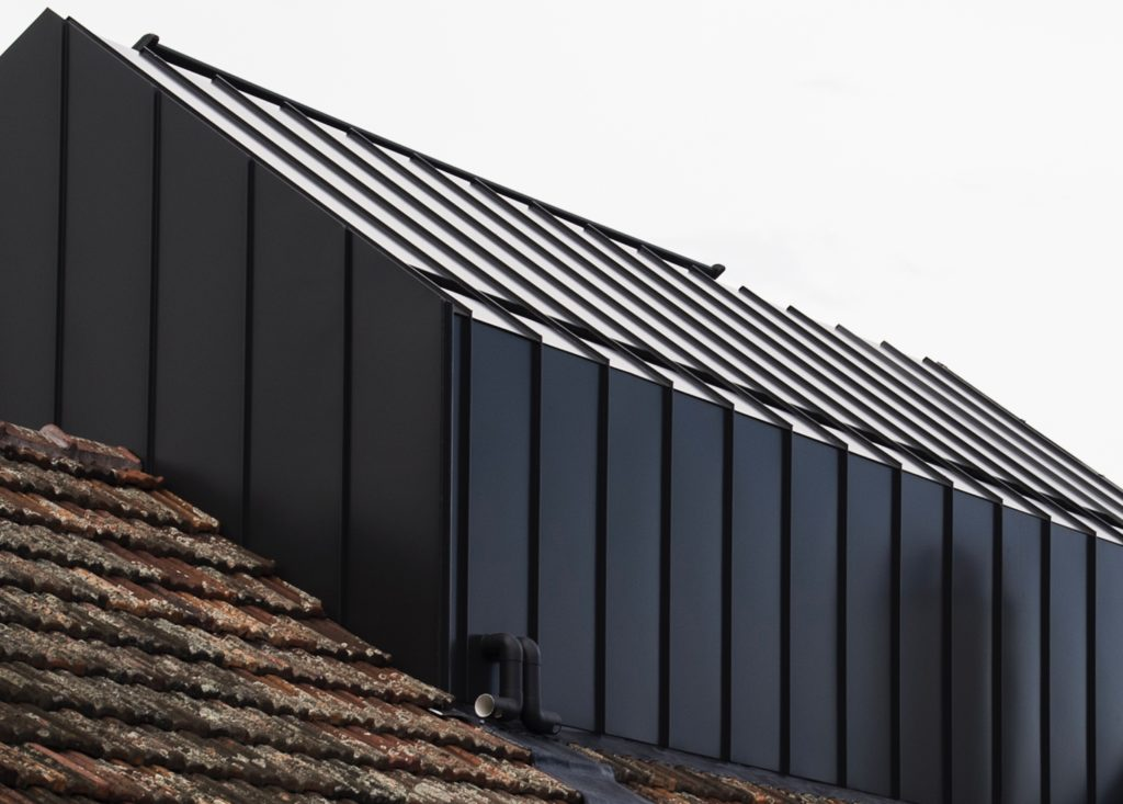 , COLORBOND® steel Monument® provides a confident finish